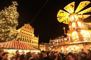 Augsburger Christkindlesmarkt mit Pyramide