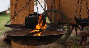 Mittelalterliches Feuer und Essen