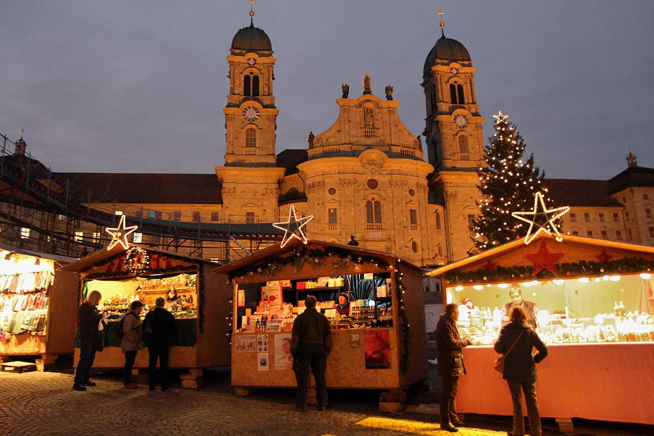 Naumburger Weihnachtsmarkt.Einsiedler Weihnachtsmarkt Im Klosterdorf Weihnachten In Der Schweiz
