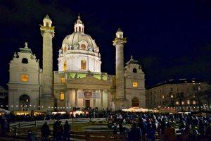 Adventmarkt am Karlsplatz Wien